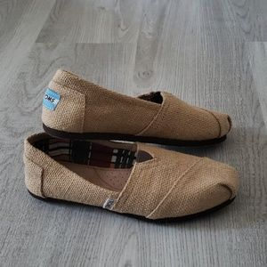 NWT Tom's Classic Natural Burlap Slip-on